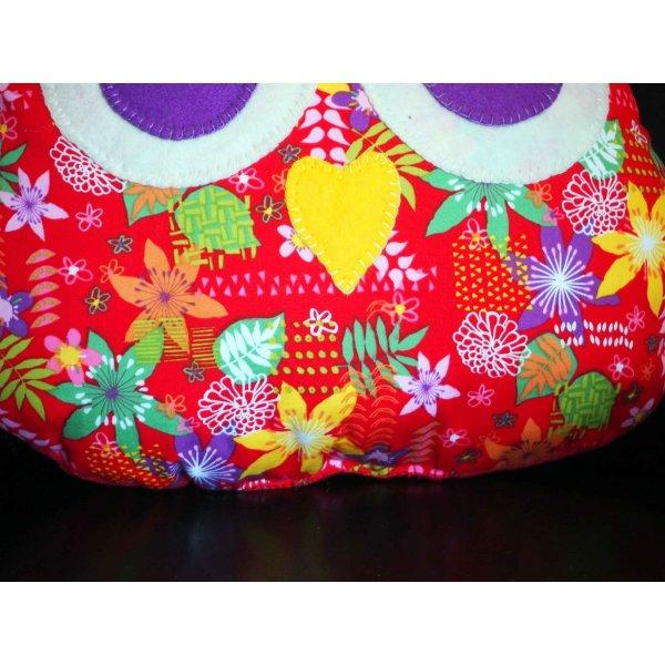 Coussin chouette/hibou, 36x30cm, tissu rouge avec grosses fleurs , brodé main