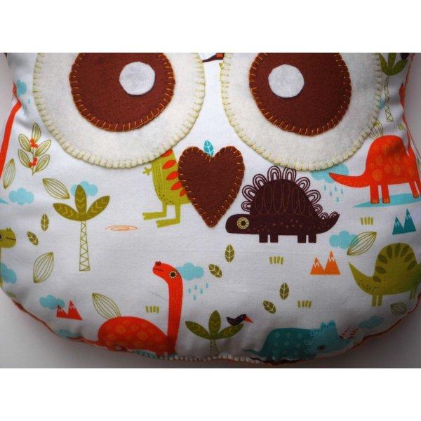 Coussin chouette/hibou, 37x30cm, tissu blanc avec petits dinosaures, brodé main