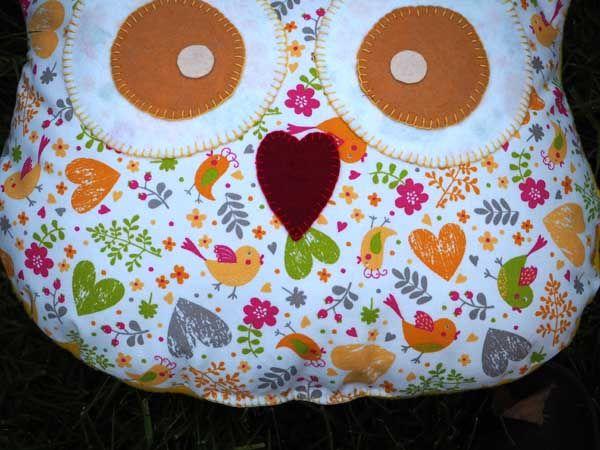 Coussin chouette/hibou, 38x32cm, tissu printanier avec coeurs, oiseaux, fleurs