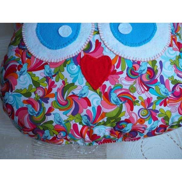 Coussin chouette/hibou, 38x32cm, tissu blanc avec fleurs et oiseaus colorés, brodé main