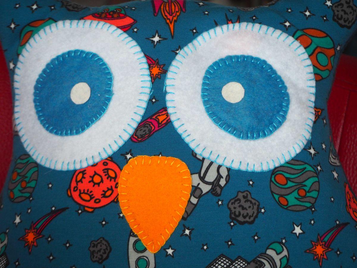 Coussin Grande Chouette/hibou, 46x40cm, avec poche ventrale, bleu turquoise foncé, objets spatiaux