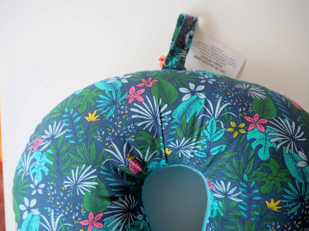 Coussin de nuque, de repos, tour de cou, vert/bleu/fleurs tropicales