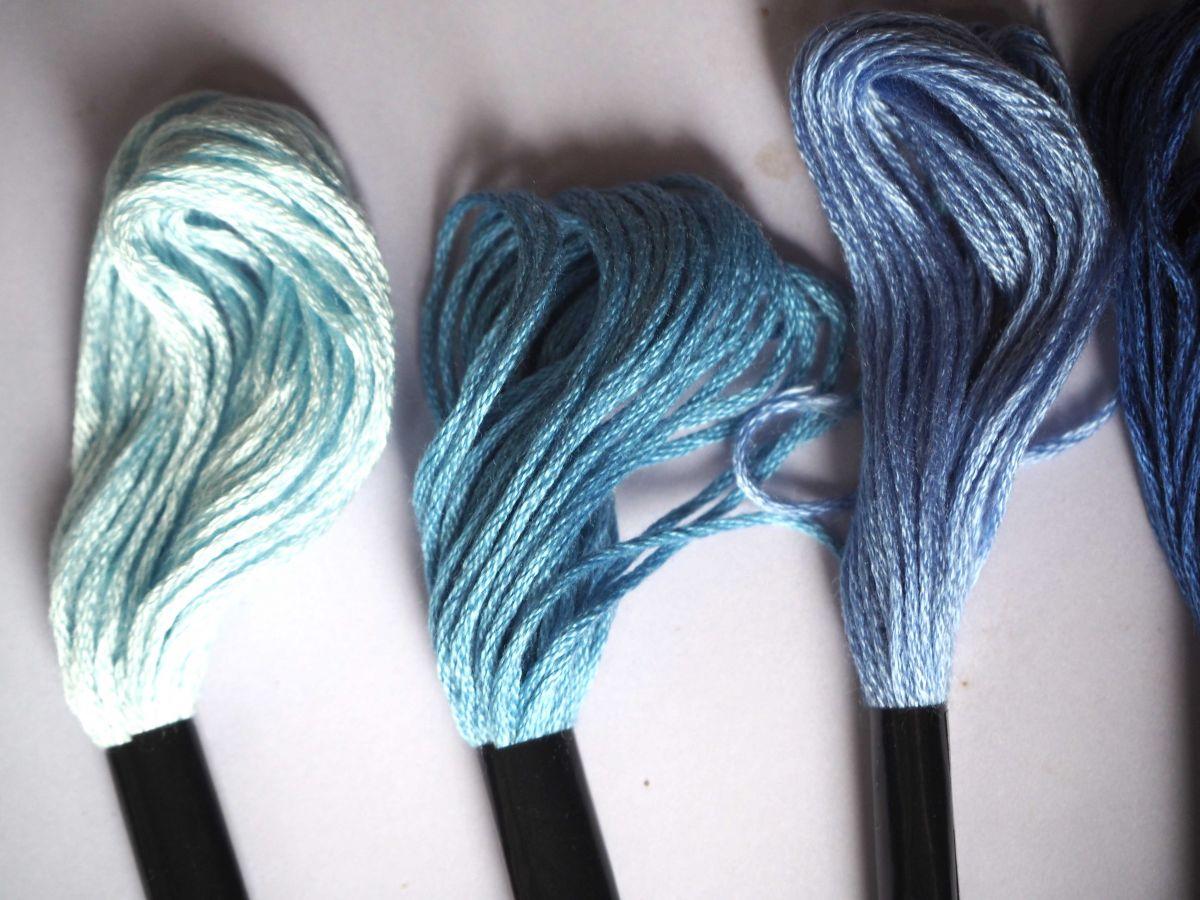 5 Echevettes coton, 5 fils 8m, 5 tons de bleus différents