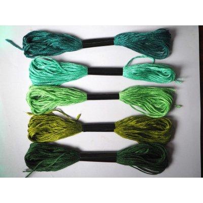 5 Echevettes coton, 5 fils 8m, 5 tons de verts différents