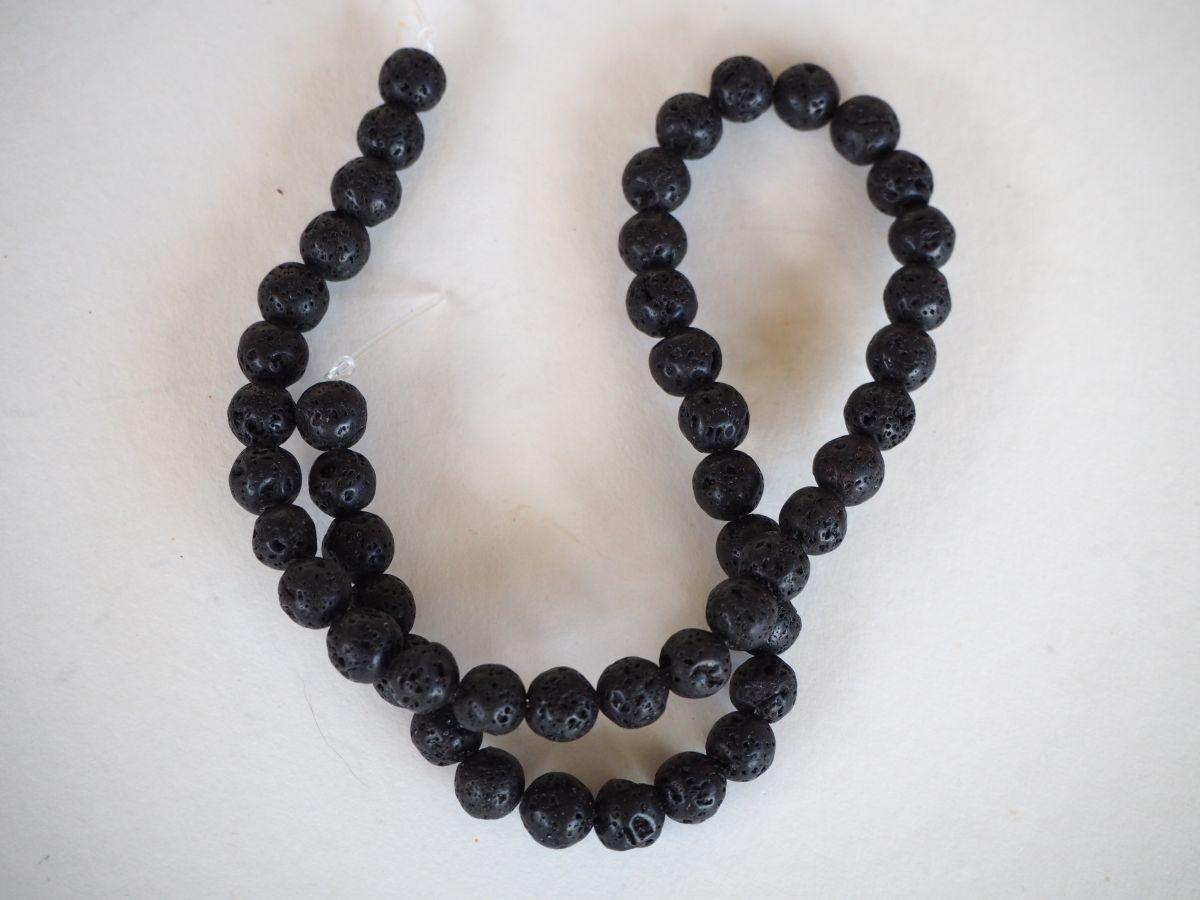 Enfilade 50 perles 8mm lave noire,  42cm de long