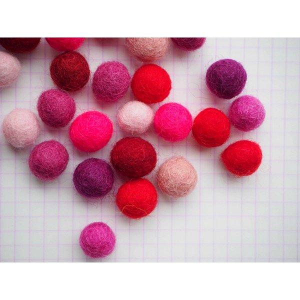 Ensemble 32 perles laine feutrée, couleur Saint-Valentin, +/-10mm