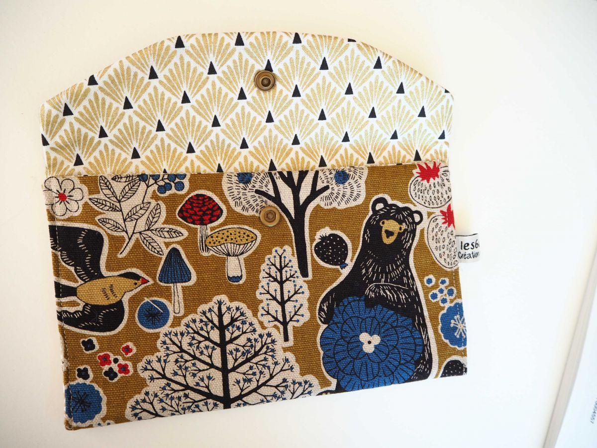 Grande pochette avec poche int , coton forêt avec ours, 21x13cm, doublé  éventails dorés