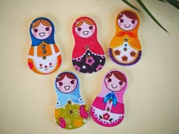5 grands boutons bois, POUPEES RUSSES, 30x17,5mm, 5 couleurs variées et différentes, couture, scrap, déco, customisation..