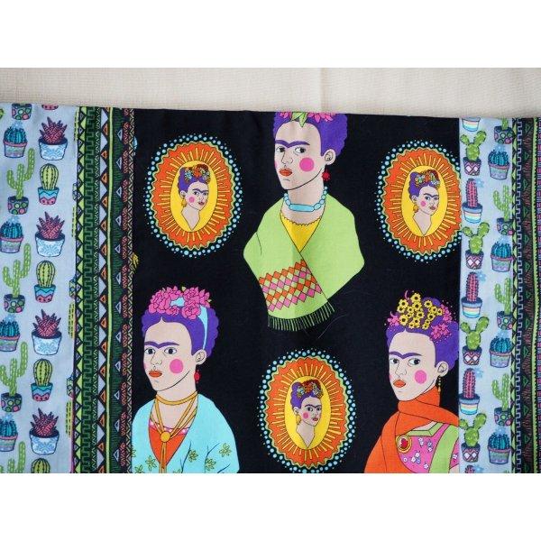HOUSSE de coussin 44x44cm, Frida Kahlo fond noir