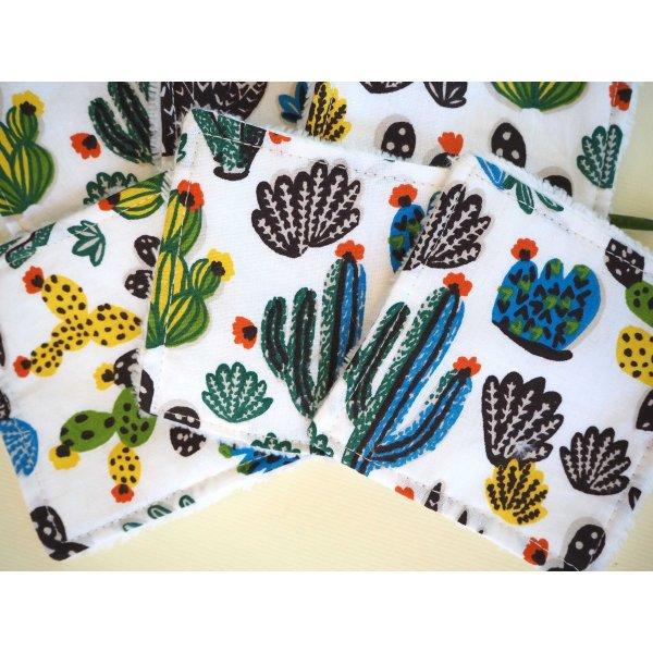 Lingette démaquillante lavable, tissu blanc avec cactus