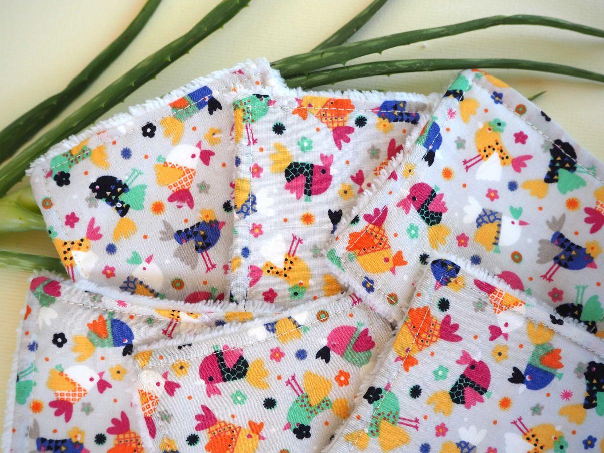 Lingette démaquillante lavable, tissu gris avec petites poules