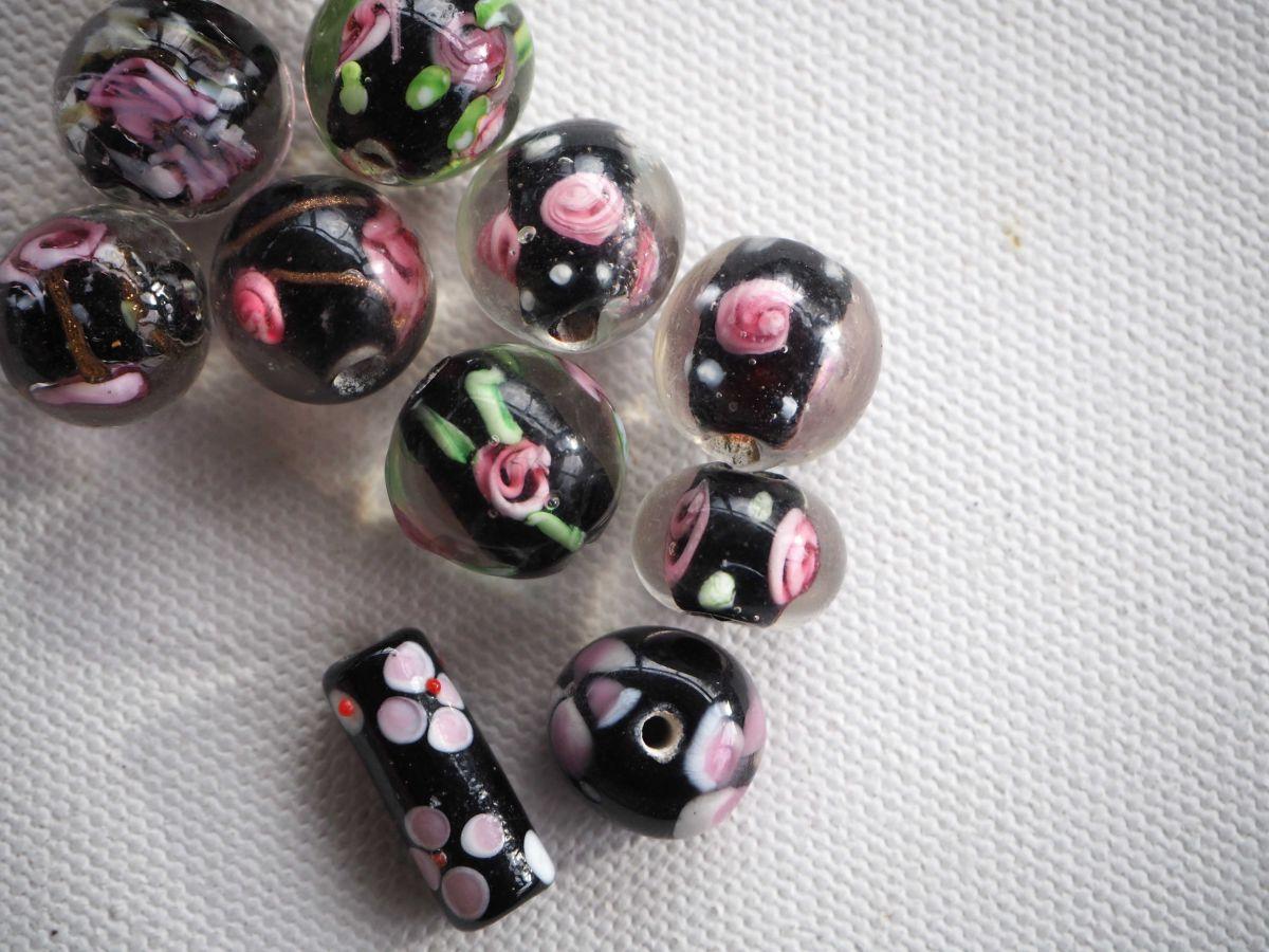 Lot de 10 perles italiennes  en verre ,  perles transparentes avec noir et fleurs à l'intérieur