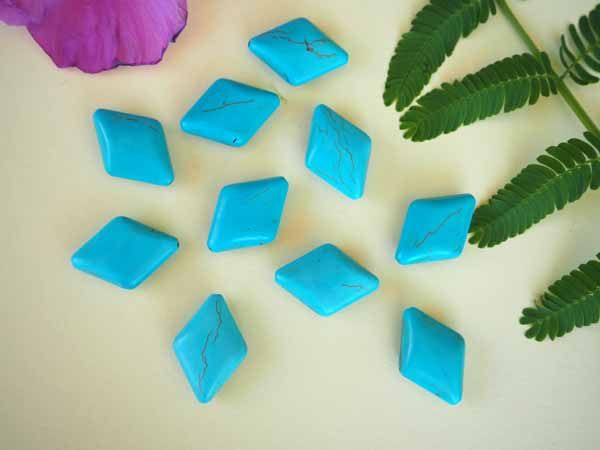 Lot 10 perles   turquoise en pierre recomposée , losange27x20mm