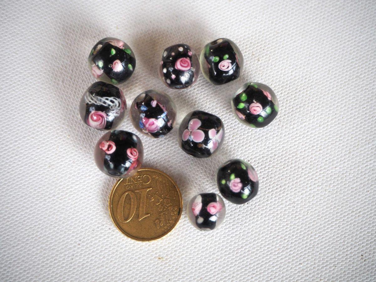 Lot de 10perles en verre , tons noirs avec fleurs incluses