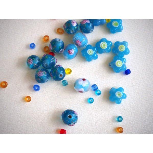 Lot de 20 perles en verre différentes  tons turquoise avec fleurs, argent et motifs