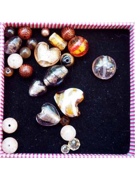 Lot de 26 Perles verre de styles différents  ovale ,ronde, plate, coeur... différents ton marron clair et foncé