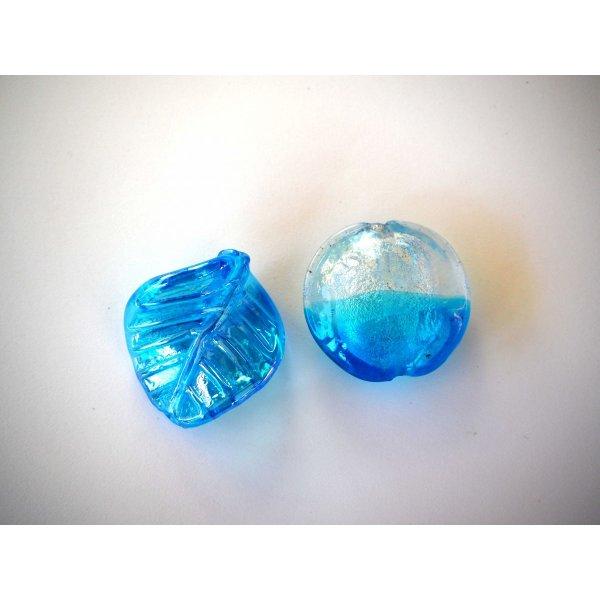 Lot de 2 grosses perles en verre différentes, tons turquoise et argent