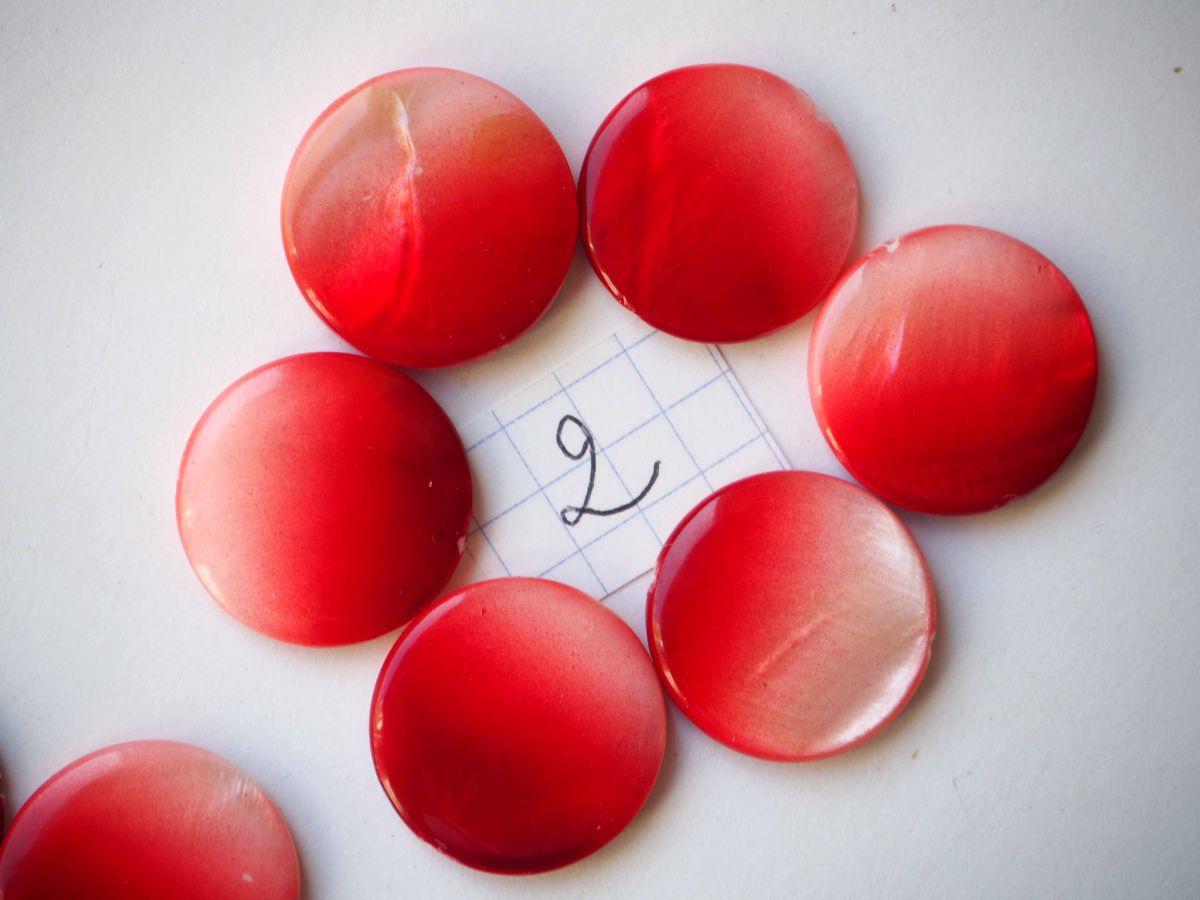 Lot  perles NACRE, 20mm,  tons rouge orangé nuancé, trou transversal+/-1mm