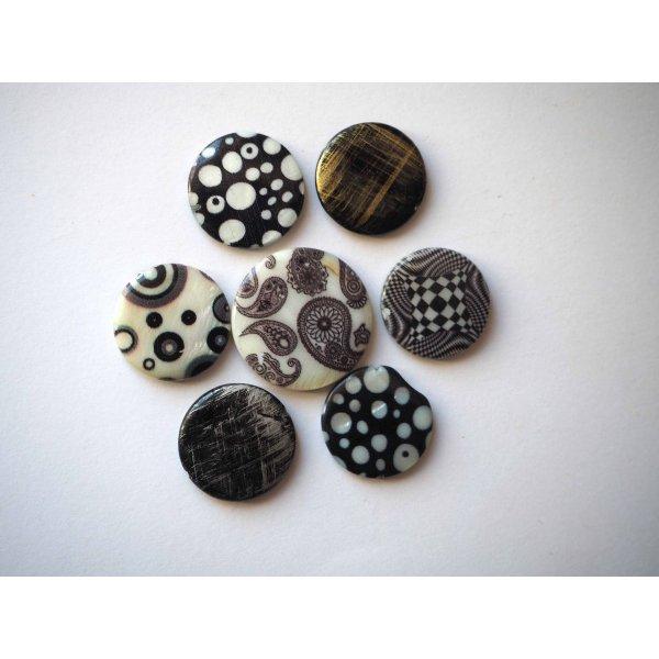Lot 7 perles NACRE, 20mm,  tons noirs avec motifs, trou transversal+/-1mm