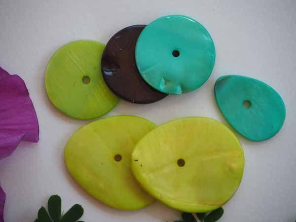 Lot 6 perles NACRE,  goutte et ronde, vert, turquoise, épaisses
