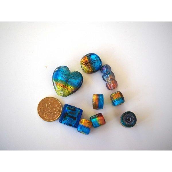 Lot de 9 perles en verre différentes, tons bleu foncé et or