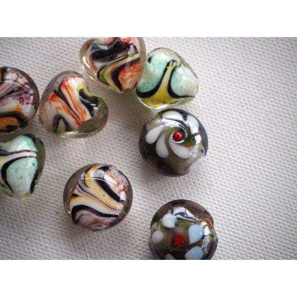 Lot de 8 perles en verre différentes, 4 modèels différents, colorés avec noir