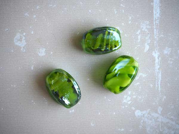 Lot de 3 Perles verre vert  20x15mm pâte de verre blanche à l'intérieur