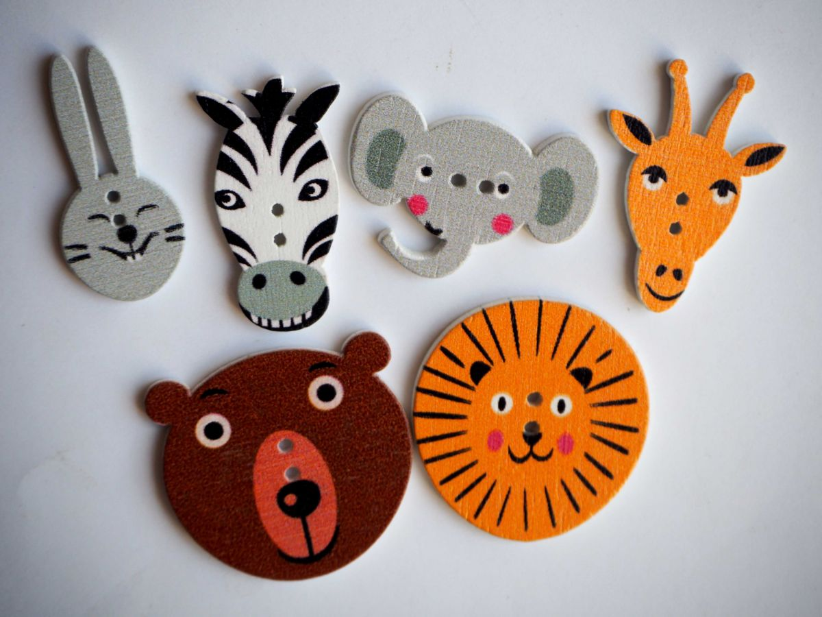 Lot 6 têtes d'animaux de 30 à 20mm , éléphant lion ours  lapin zébre girafe,customisation, couture
