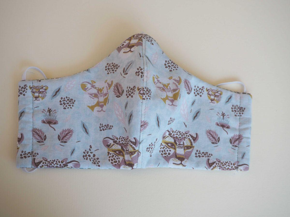 Masque de soin et de protection , 3 épaisseurs, coton fantaisie ton bleu,tigres et points