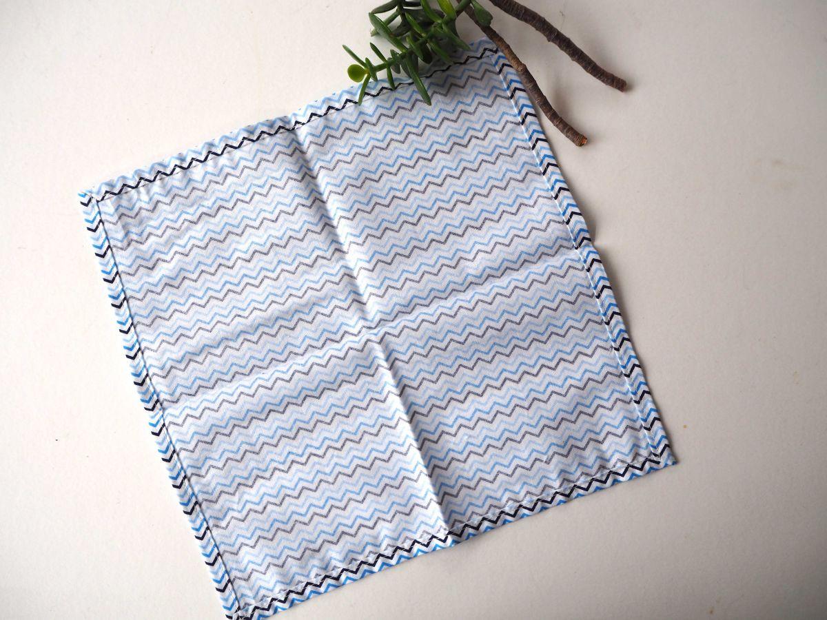 Petit mouchoir/serviette, coton , lavable, réutilisable, 27x27cm, chvon ton blanc/bleu