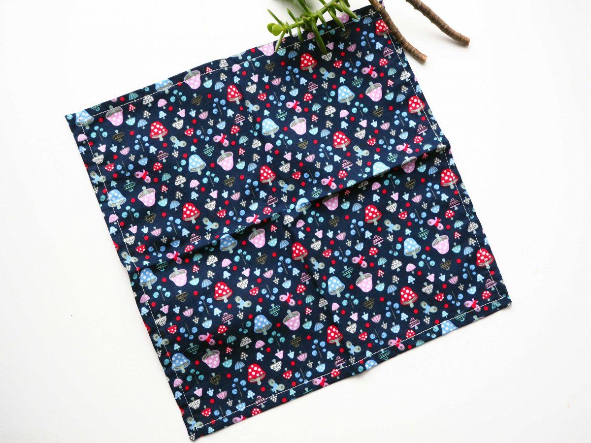 Petit mouchoir/serviette, coton , lavable, réutilisable, 27x27cm, bleu marine, fruits des bois