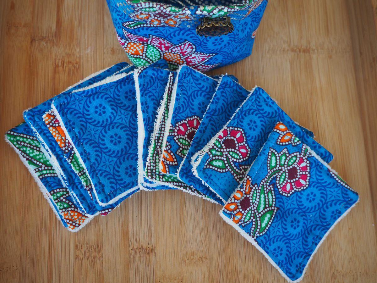 Panier tissu, 14 lingettes + 1 serviette lavables, ton bleu wax