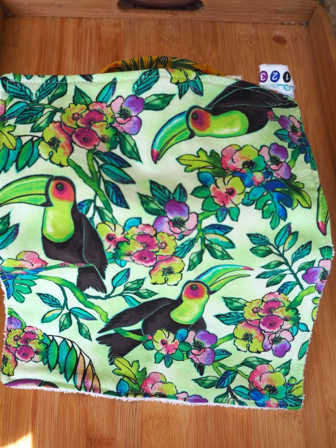 Panier tissu et 14+1 lingettes lavables,Toucans fon vert clair