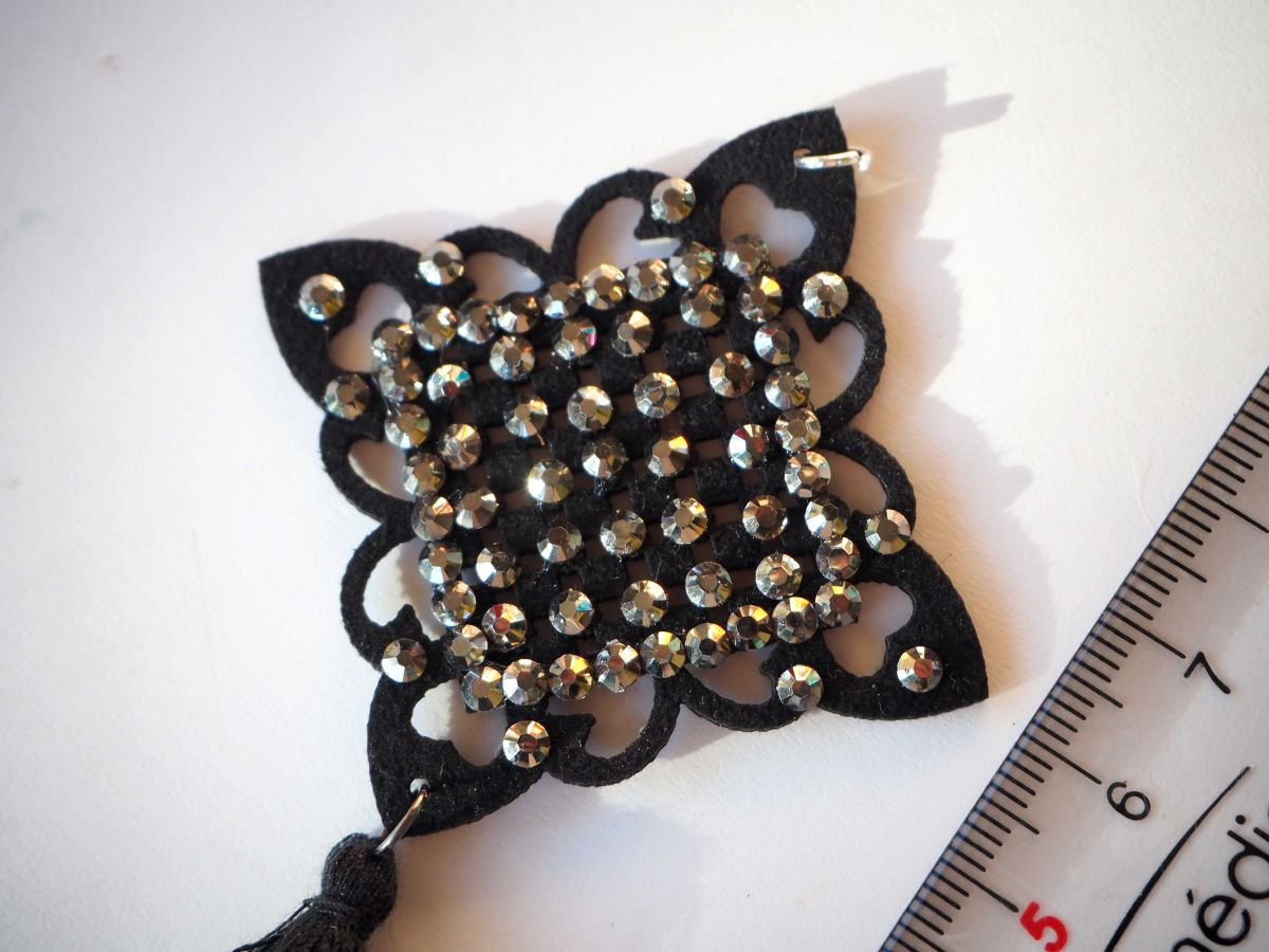 1 Pendentif, caoutchouc et strass , breloque de Noël, couleur noir, 9x5cm