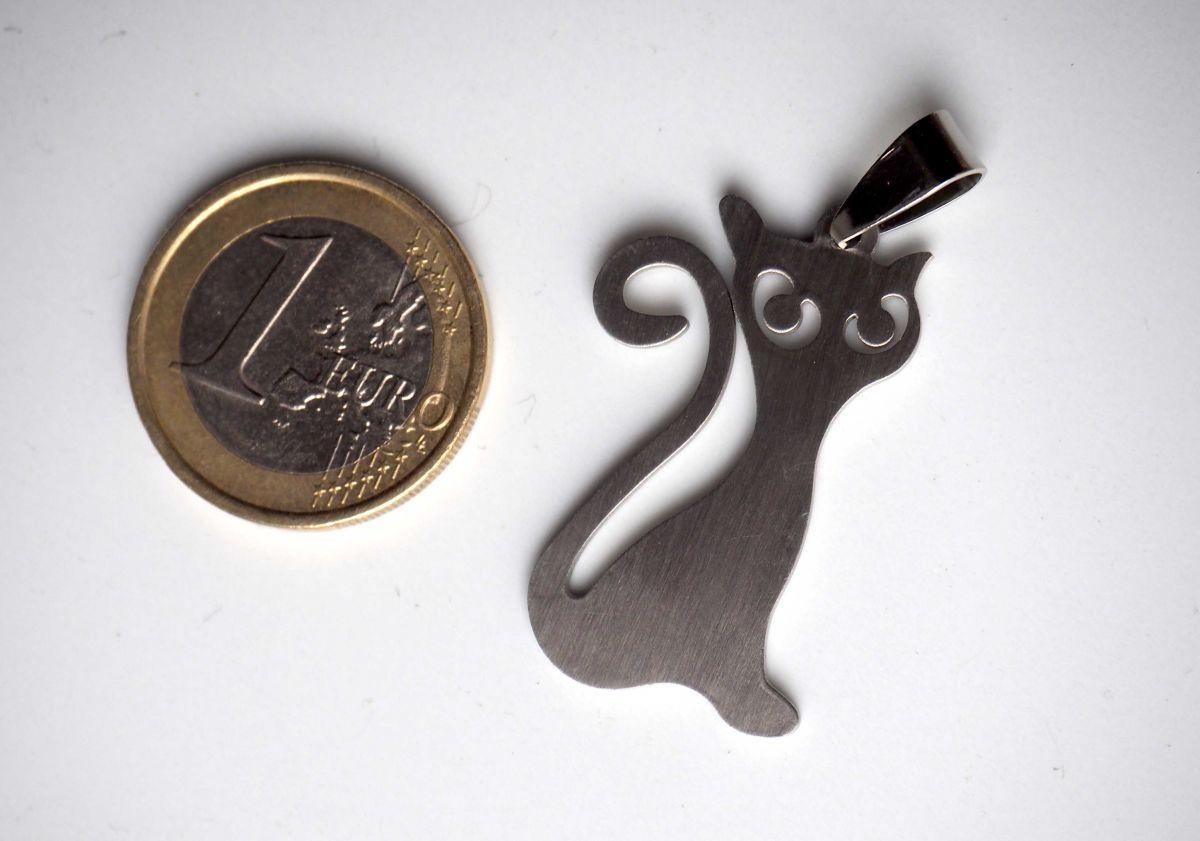 Pendentif, chat assis, acier inoxydable, 4x2cm