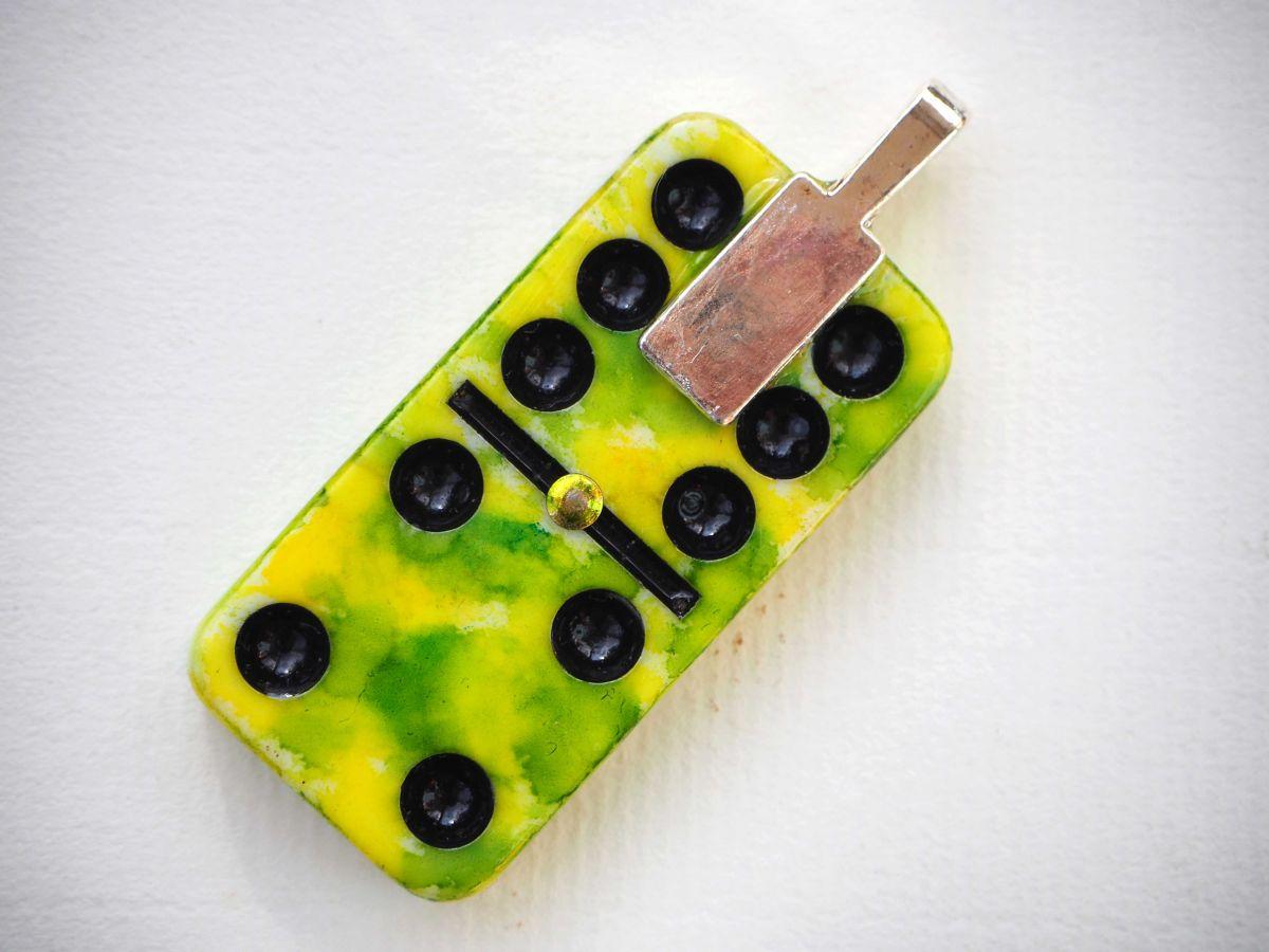 Pendentif domino, 5x2,5cm, peint à l'encre à l'alcool, modèle unique, tons jaunes avec libellules