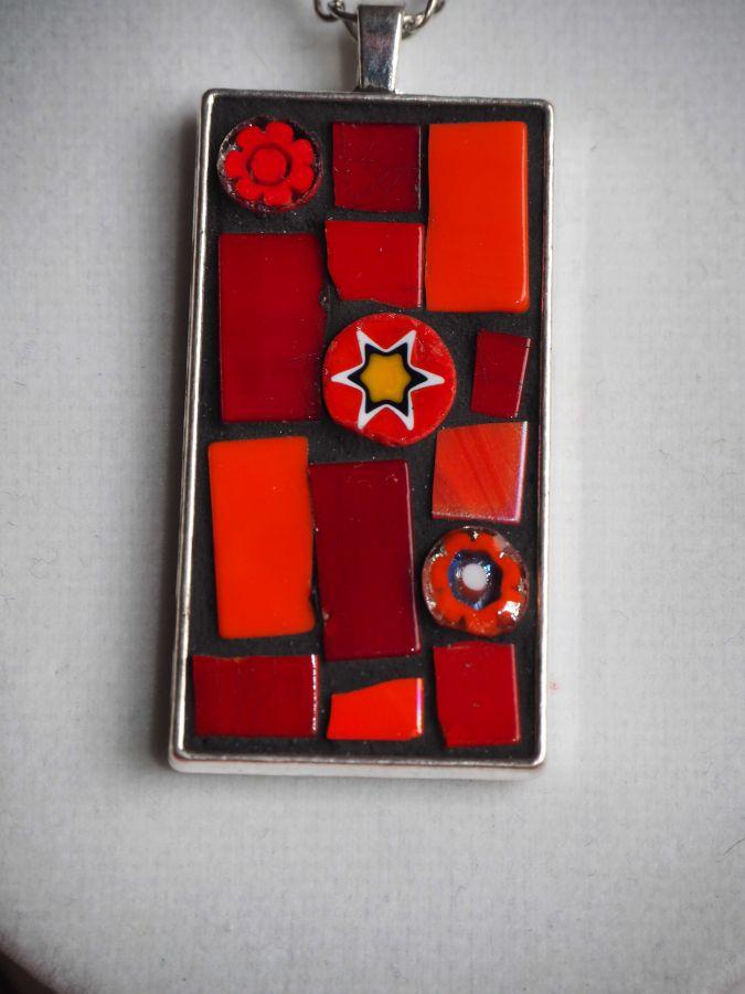 Pendentif mosaïque rect, 5x2,5cm, tons rouges orangés avec chaîne