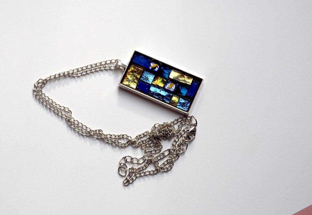 Pendentif mosaïque rect, 5x2,5cm, tons  bleus et jaunes avec chaîne