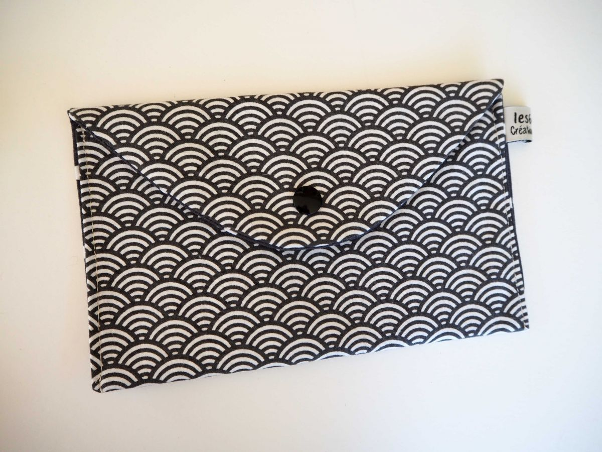 Pochette doublée, coton écailles gris foncé, int gris foncé à pois 19x11cm