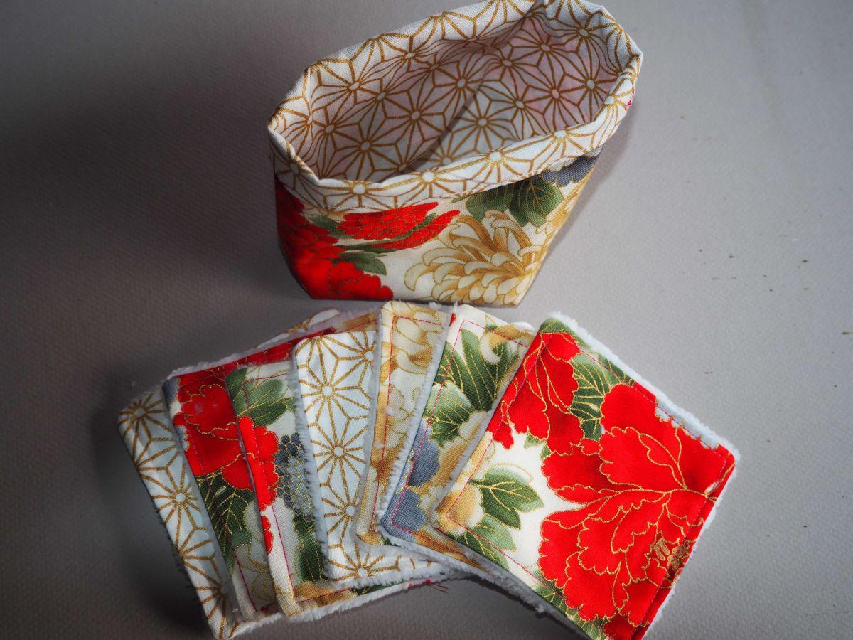 Pochon réversible et 7 lingettes démaquillantes lavables, coton, tissu japonais fleurs rouges avec doré