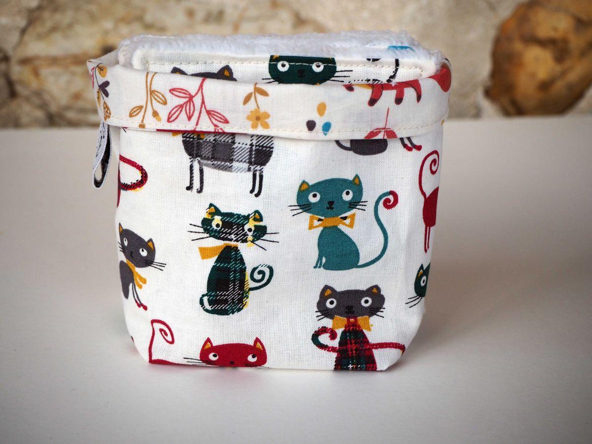 Pochon réversible et 7 lingettes,démaquillantes lavables coton, chats rouges et verts fond blanc