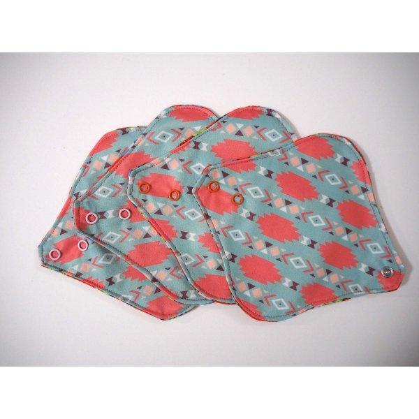 Protège slip lavable et réutilisable, flanelle et PUL, fanelle rouge avec chats, PUL bleu/rose