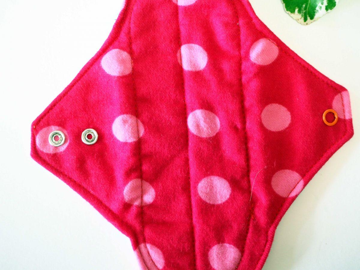 Serviette hygiènique lavable T1, rouge pois rose