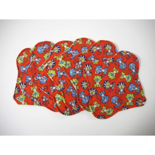 Serviette hygiènique lavable T1, rouge chats, cton bleu ciel t^tes de tigres