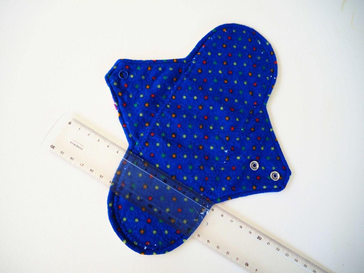 Serviette hygiènique T2 lavable, bleu marin pois, coton poupées russes