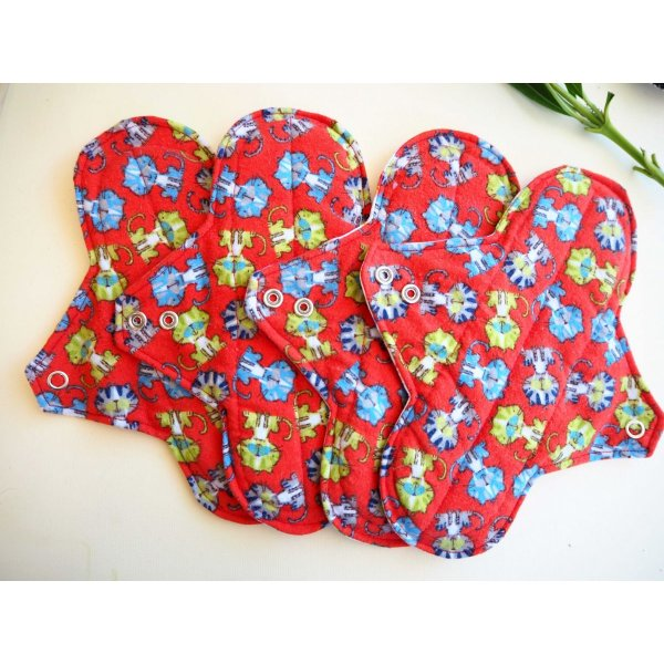 Serviette hygiénique T2 eponge 2 épaisseurs, lavable, rouge avec chats