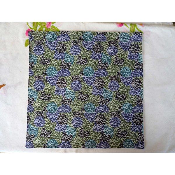 Serviette de table 33x33cm, blanc avec chats multicolores et fond pointillés bleu/vert