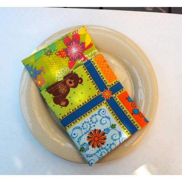 14- Serviette de table 33x33cm, carreaux avec motifs et 3 faces différentes