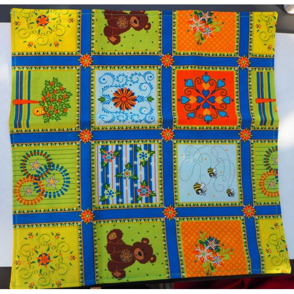 13- Serviette de table 33x33cm, carreaux avec motifs et 3 faces différentes