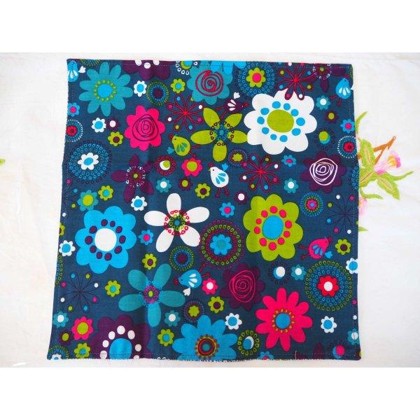29- Serviette de table 33x33cm, fond marine avec motifs fleurs vintage et fond rpointillés bleu/vert